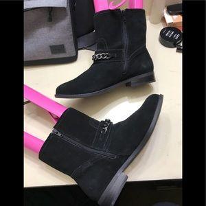 Women Vionic Low Boots size 9.5